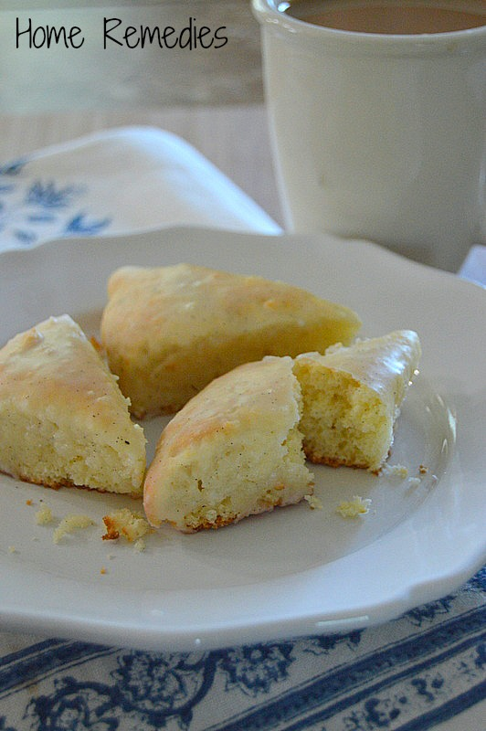 Petite Low-Fat Vanilla Scones