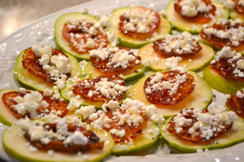 Pear Bites with Pancetta, goat cheese and honey
